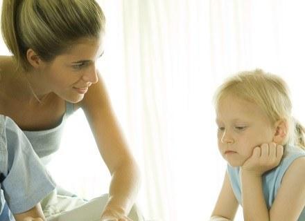 Sprawdź jak mądrze stawiać granice maluchowi, a jak nastolatkowi