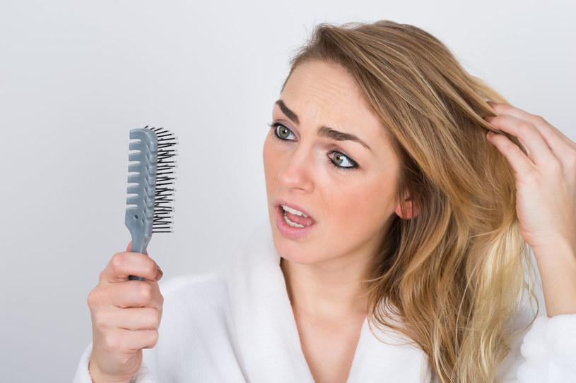 Sprawdź, jak zapobiec wypadaniu włosów. /123RF/PICSEL