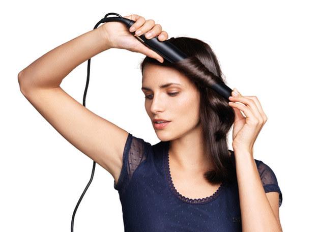 Sprawdź, jakie fryzury wykonasz przy pomocy prostownicy /materiały prasowe
