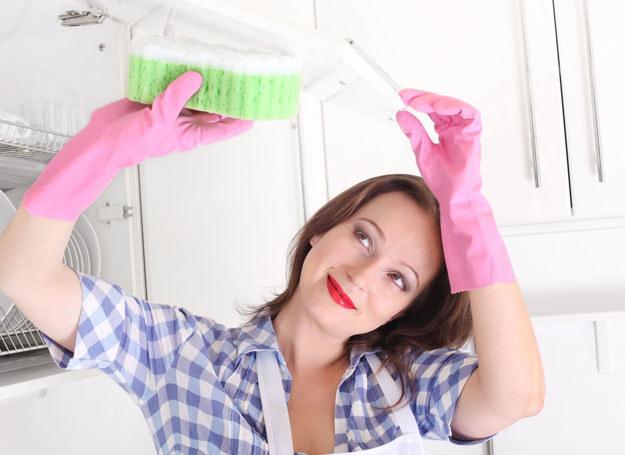 Sprzątanie kuchni zacznij od szafek /©123RF/PICSEL