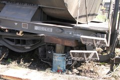 Sprzątanie po wypadku kolejowym w Łódzkiem