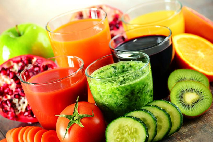 """Sprzedawcy zachęcają, by dieta sokowa """"stała się stylem życia i formą dostarczania składników odżywczych najlepszej jakości"""" /123RF/PICSEL"""