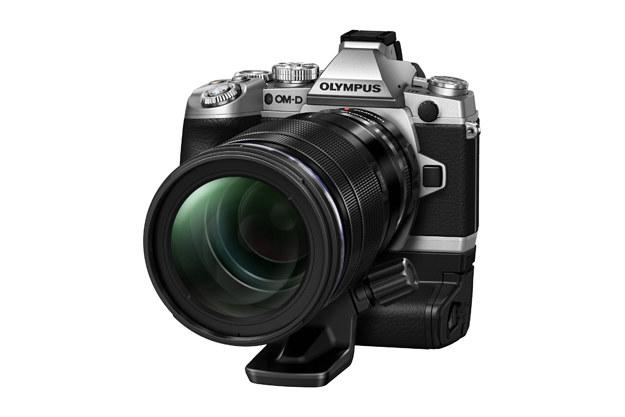 Srebrny Olympus OM-D E-M1 z obiektywem M.ZUIKO DIGITAL ED 40-150mm 1:2.8 PRO. /materiały prasowe