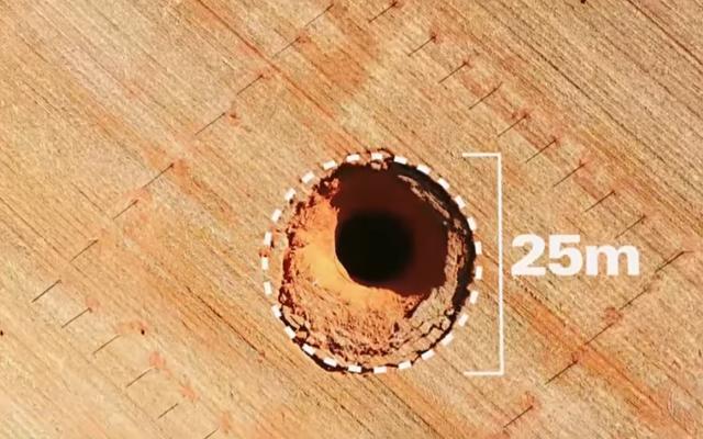 Średnica otworu wynosi około 25 metrów /Zmianynaziemi.pl