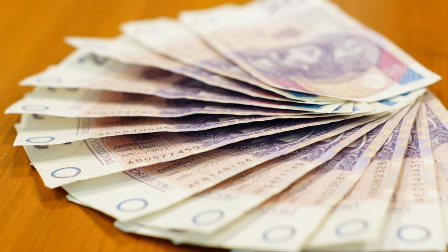 Średnie wynagrodzenie to prawie 5000 złotych /Michał Dukaczewski /RMF FM