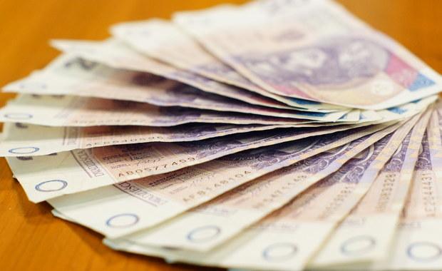 Średnie wynagrodzenie zbliżyło się do 5000 zł