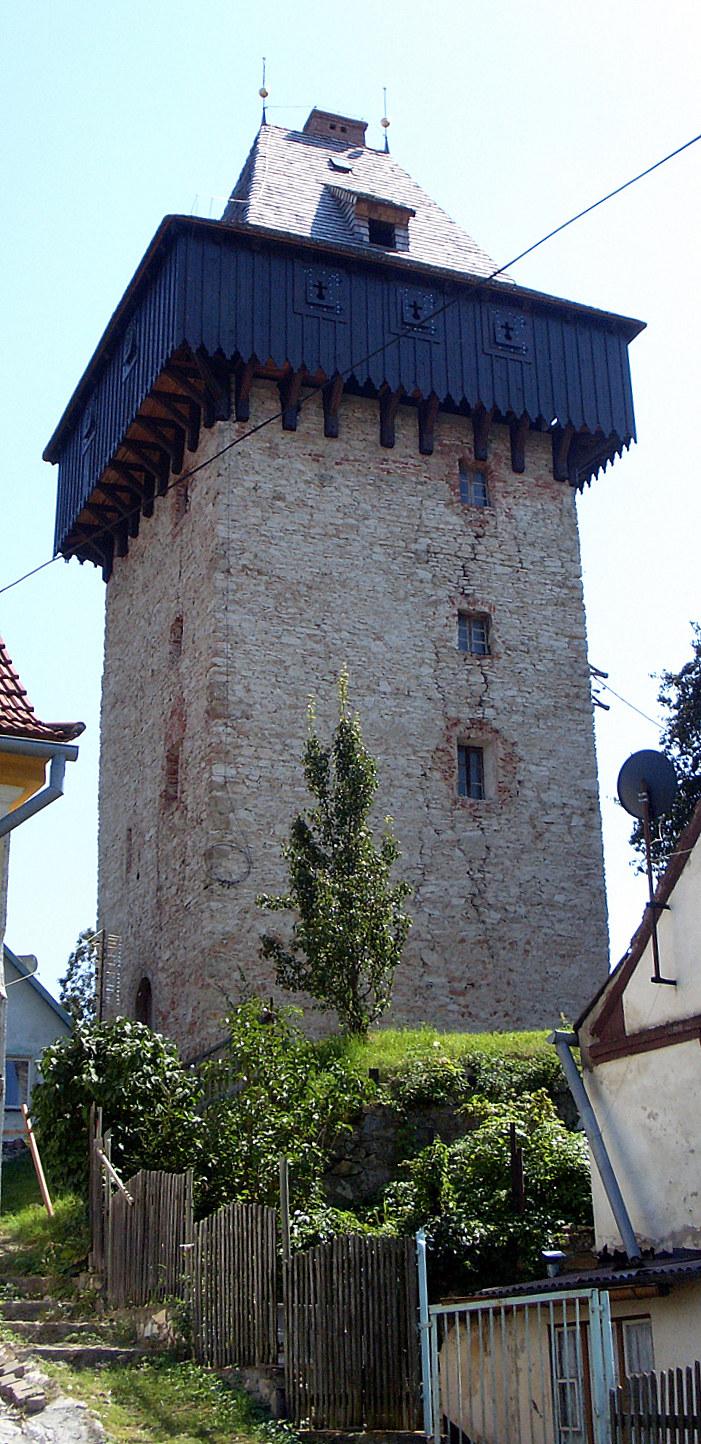 Średniowieczna wieża w Żelaźnie. Fot. D. Pietrucha /Odkrywca