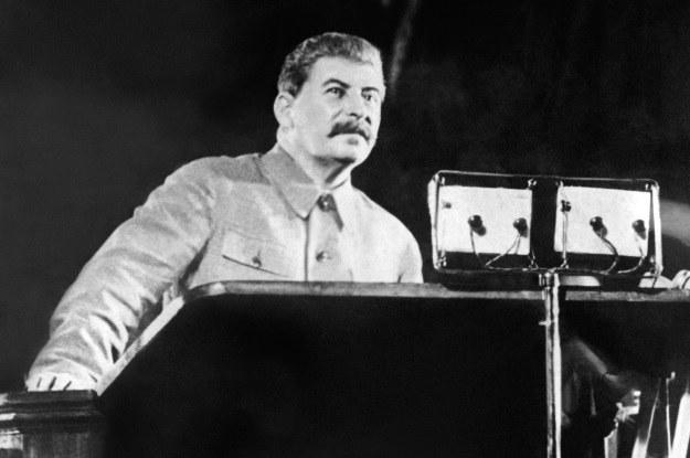 Stalin chciał stworzyć armię wytrzymałych małpoludów /AFP