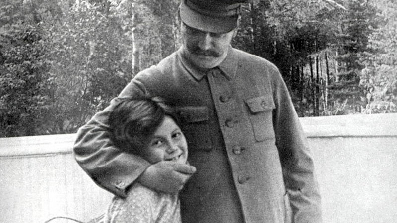 Stalin uwielbiał swoją córkę /Getty Images
