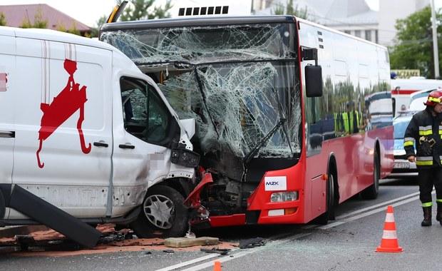 Stalowa Wola: Autobus zderzył się z busem, są ranni