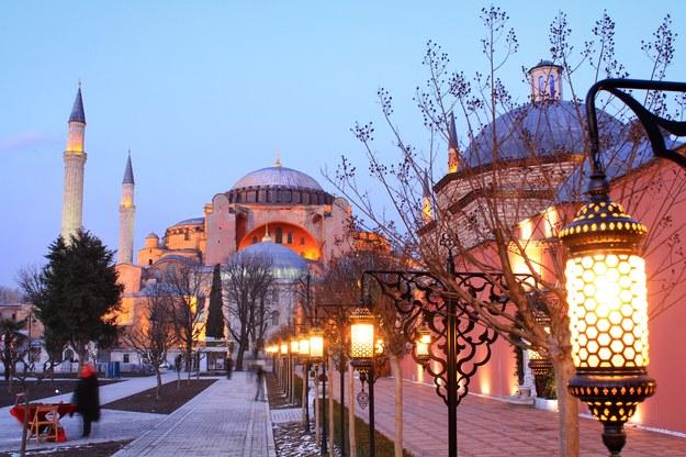 Stambuł. Hagia Sofia w nocy /123/RF PICSEL