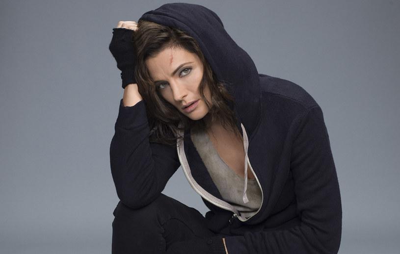 """Stana Katic jako Emily Byrne w """"Absentii"""" /AXN"""