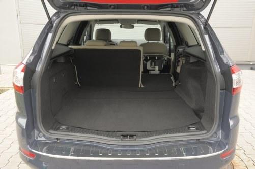 Standardowo przestrzeń ładunkowa ma 549 litrów. Po złożeniu oparć, do linii okien – 847 l, do dachu – 1740 l. /Auto Moto