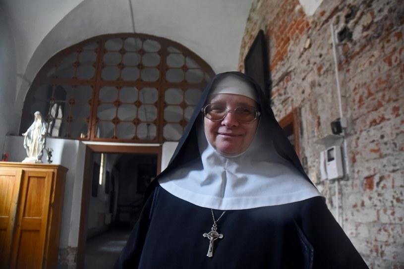 Staniątki; Siostry Benedyktynki walczą własną pracą w gospodarstwie klasztornym, aby utrzymać XIII wieczny klasztor /Marek Lasyk  /Reporter