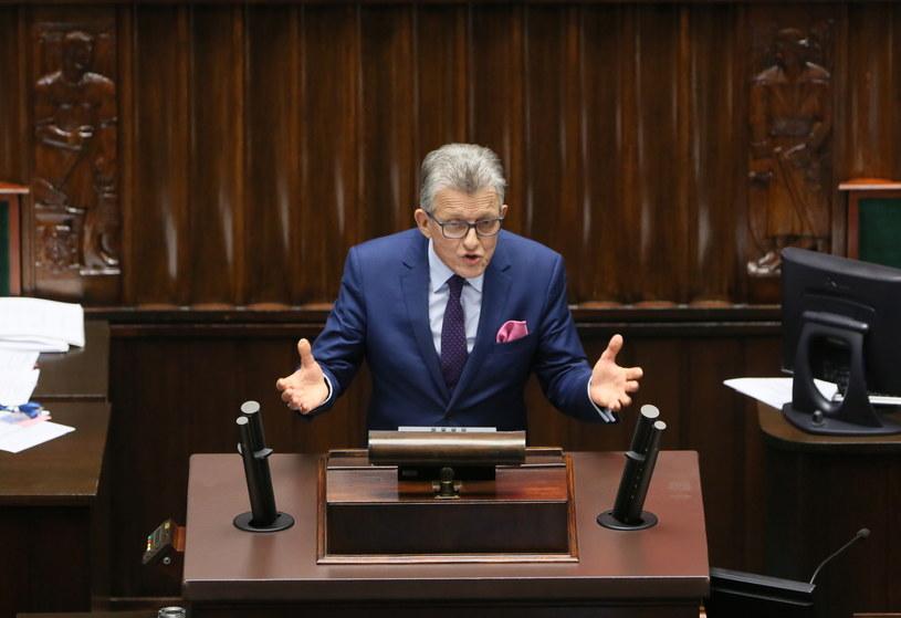 Stanisław Piotrowicz firmuje nowe ustawy o TK /Leszek Szymański /PAP