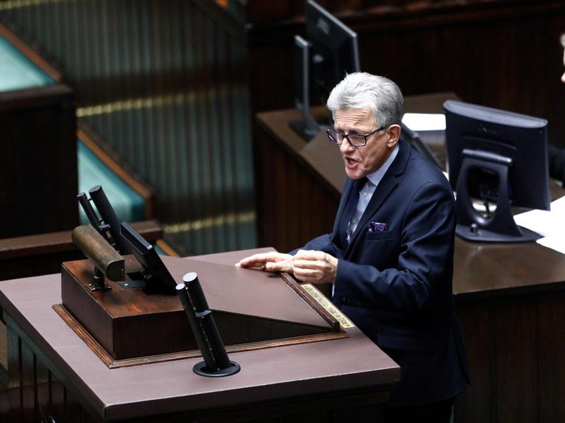 """Stanisław Piotrowicz zapewnił o """"pełnym poparciu"""" PiS dla prezydenckich projektów /Leszek Szymański /PAP"""
