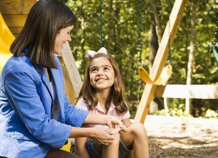 Starannie ogladaj dziecko po wyjściu z lasu /© Panthermedia