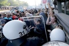 Starcia policji z demonstrantami na ulicach Hamburga