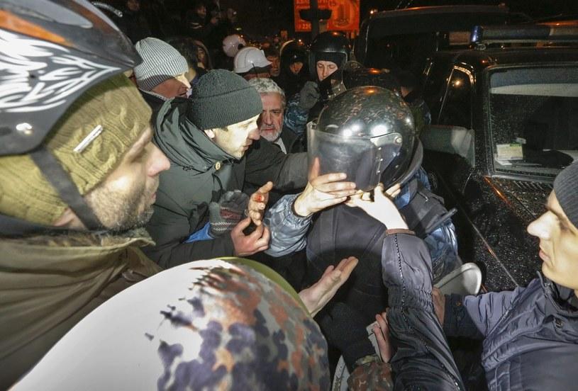 Starcia z milicją w Kijowie /PAP/EPA