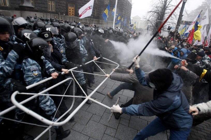 Starcia zwolenników UE z policją na Ukrainie /AFP