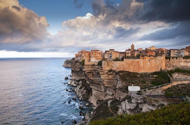 Stare miasto w Bonifacio na Korsyce /123/RF PICSEL