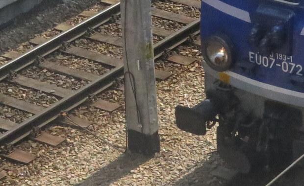Stargard: Zderzenie pociągu z osobówką. W aucie jechała matka z dziećmi