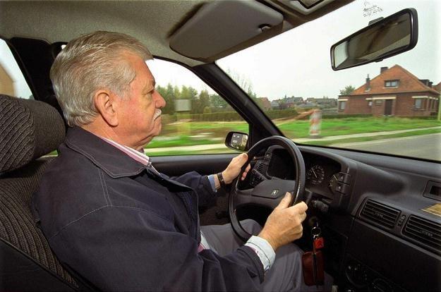 Starsze osoby mogą mieć problem z bezpiecznym prowadzeniem / Fot: Jockmans /East News