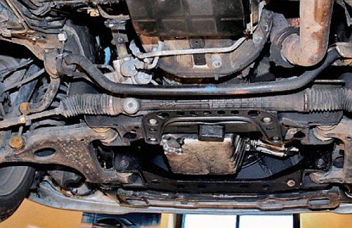 Starsze silniki 6-cylindrowe gubią olej. Mowa zwłaszcza o wersjach rzędowych. /Motor
