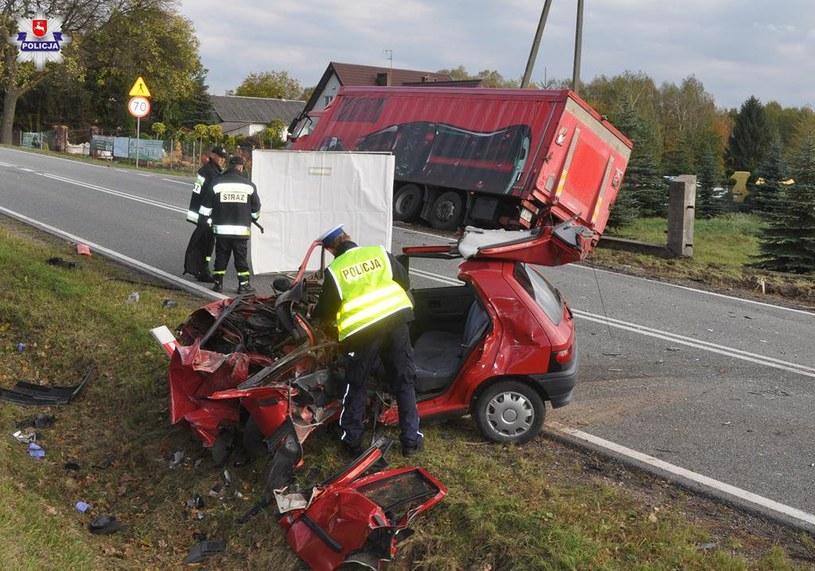 Starszy mężczyzna kierujący Renault Clio zginął na miejscu /