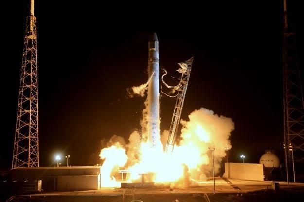 Start rakiety Falcon 9 z kapsułą Dragon na pokładzie.   Fot. Space X /materiały prasowe