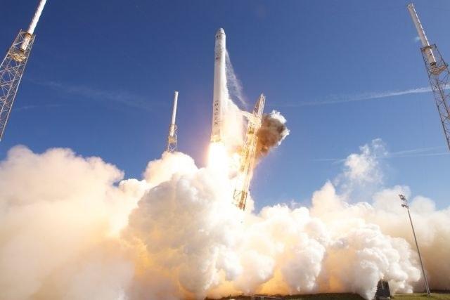 Start rakiety Falcon 9 /materiały prasowe
