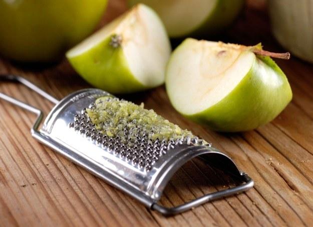 Starte jabłko z miodem i bananem  - ta mieszanka pomoże ci złuszczyć naskórek i nada skórze blasku /123RF/PICSEL