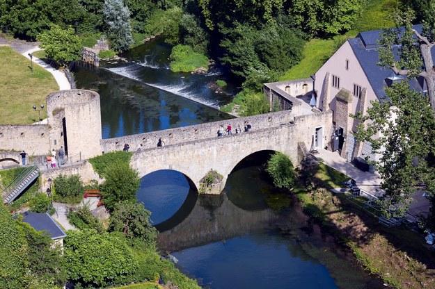Stary kamienny most w Luksemburgu /123/RF PICSEL