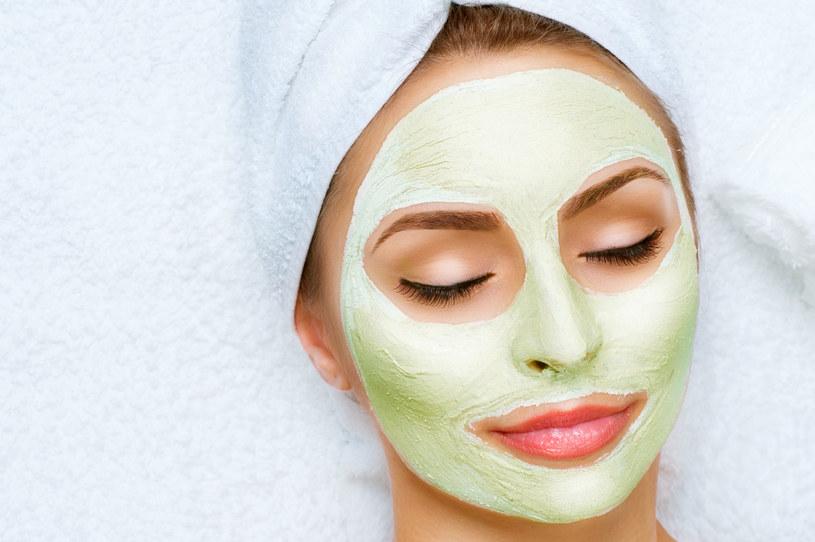 Starzenia skóry nie da się zatrzymać, ale możemy ten proces nieco spowolnić, np. stosując szpinakowe maseczki na twarz /123RF/PICSEL
