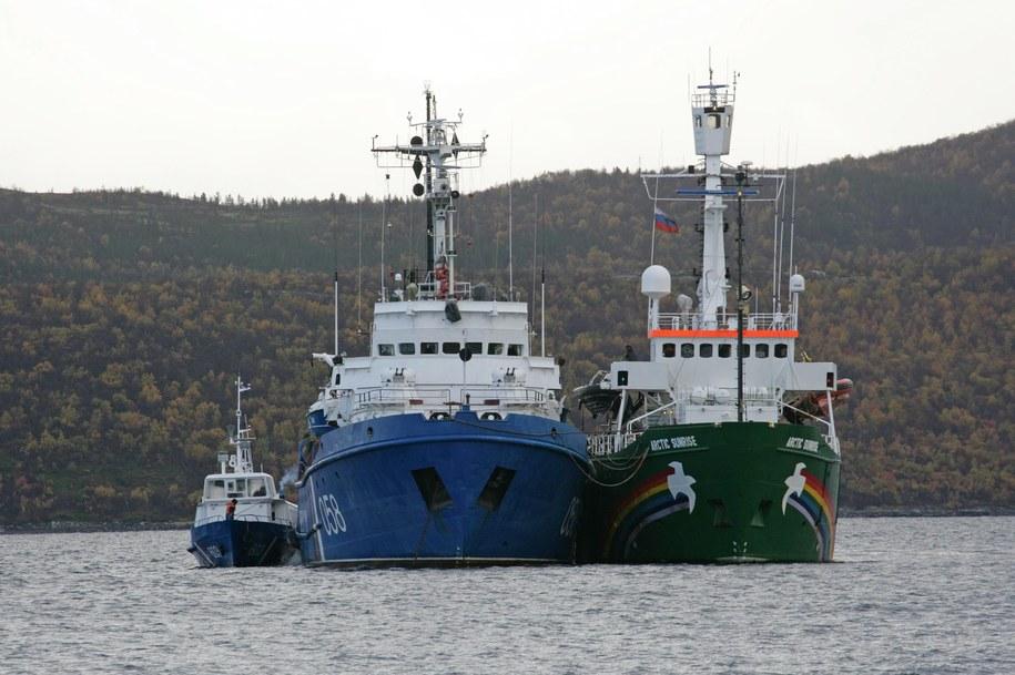 """Statek """"Arctic Sunrise"""" został odholowany do portu w Murmańsku /GOR PODGORNY / GREENPEACE /PAP/EPA"""