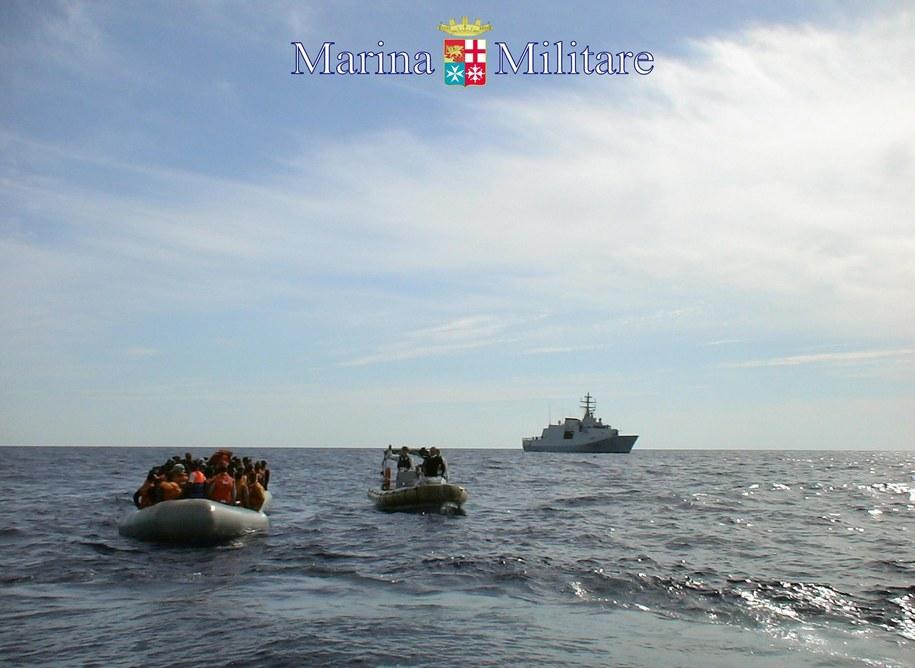 Statek z imigrantami u wybrzeży Lampedusy / MARINA MILITARE/NMCS/HANDOUT  /PAP/EPA