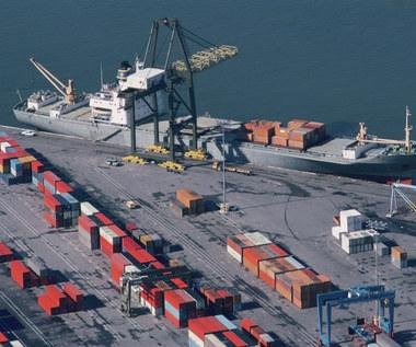 Statki ograniczają emisje CO2 - kto na tym zarobi, kto straci