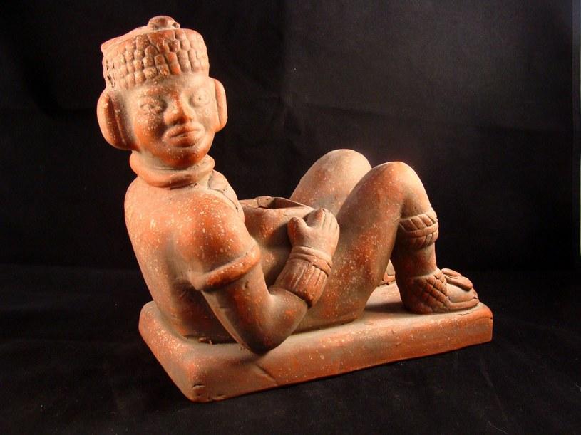 Statuetka Chac Mool z Yucatan, Meksyk /123/RF PICSEL