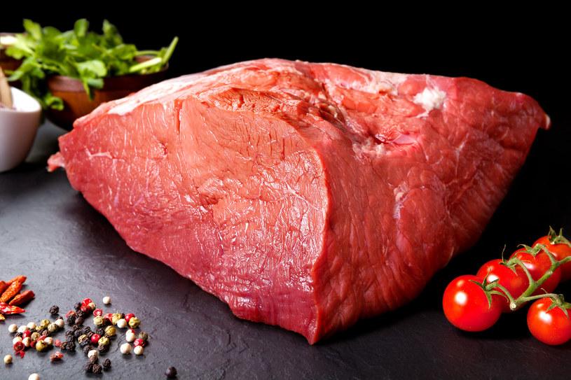 Statystyczny Polak zjada prawie kilogram czerwonego mięsa tygodniowo (w sumie 1,3 kg wszystkich rodzajów) /123RF/PICSEL