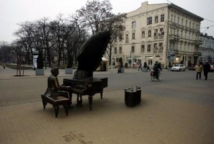 Stawianie pomników nie pomoże ulicy - skarżą się kupcy/fot. C. Pecld /Agencja SE/East News