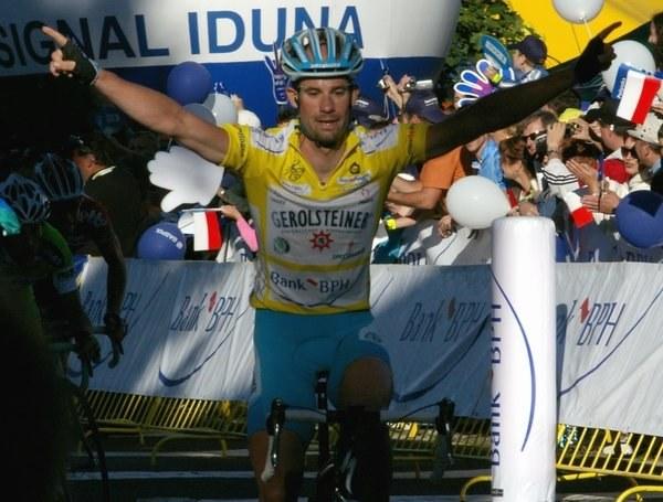 Stefan Schumacher zachował żółtą koszulkę lidera do mety wyścigu /INTERIA.PL