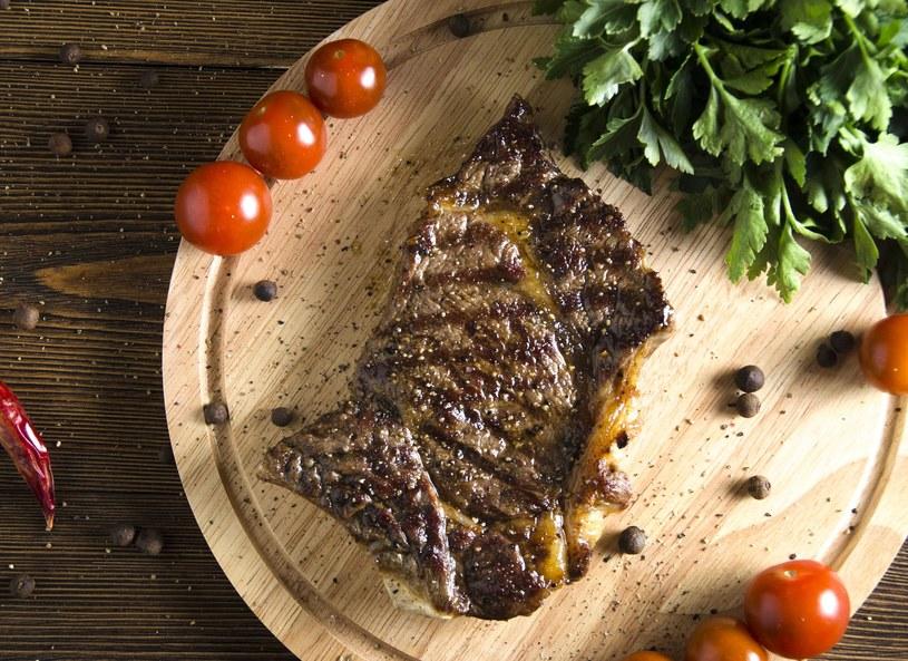 Stek wołowy z grilla /Picsel /123RF/PICSEL