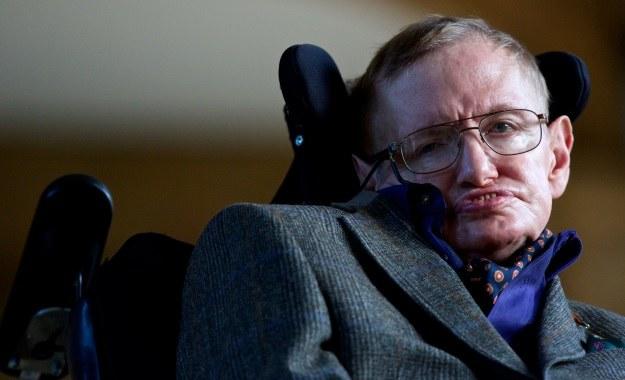 Stephen Hawking sugeruje, by zmienić nasze postrzeganie czarnych dziur /AFP