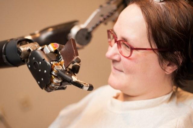 Sterowanie maszyn myślami jest coraz bliżej /Fot. University of Pittsburgh Medical Center /materiały prasowe
