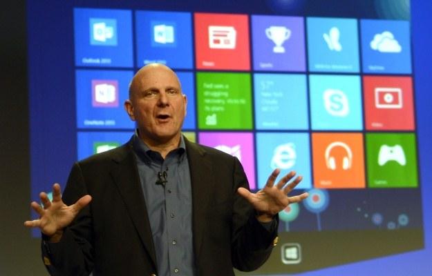Steve Ballmer, podczas premiery Windows 8 w zeszłym roku /AFP