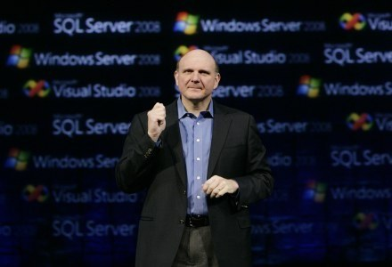 Steve Ballmer, prezes Microsoft, podczas premiery w Los Angeles /AFP