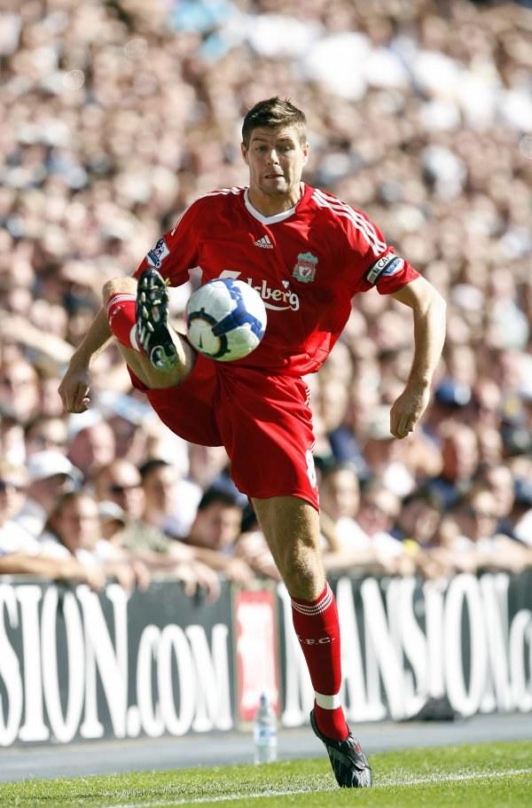 Steve Gerrard zawziął się, by zdobyć tytuł z Liverpoolem. /AFP