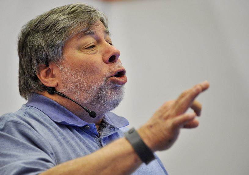 """Steve Wozniak oświadczył, że zaczyna mieć """"złe przeczucia"""" co do rosnącej złożoności sztucznej inteligencji. /AFP"""