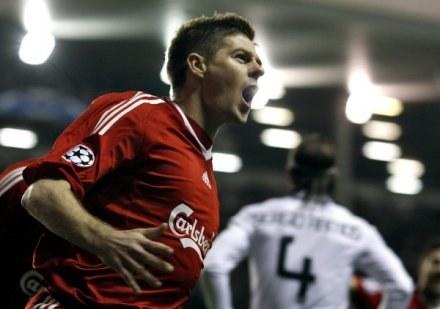 Steven Gerrard - to między innymi z jego powodu rywale boją się Livepoolu /AFP