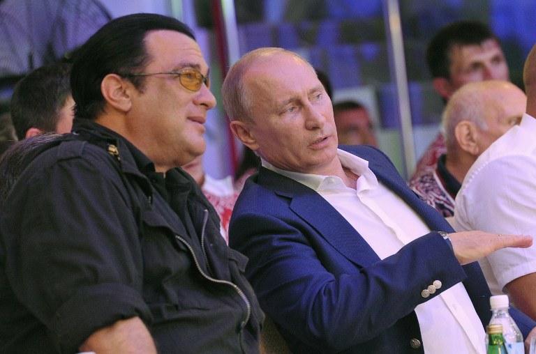 Steven Seagal znany jest z sympatii do Rosji i prezydenta Władimira Putina /AFP